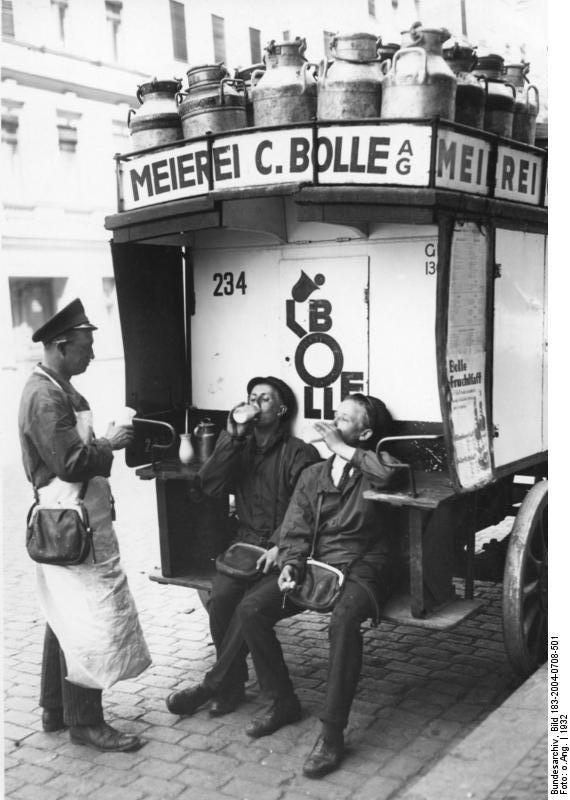 Drinking milk in Germany in 1932 (German Federal Archive; Bundesarchiv, Bild)